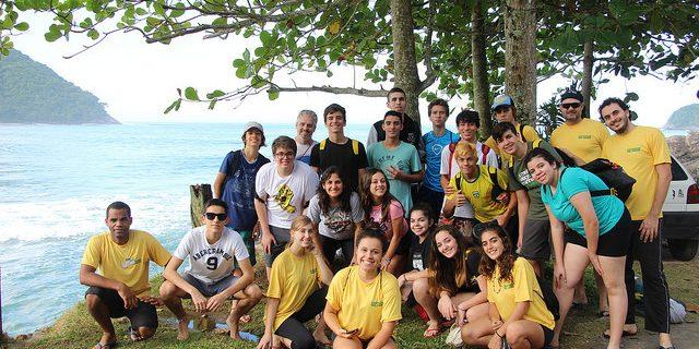Estudantes participam de programa ambiental em Maresias