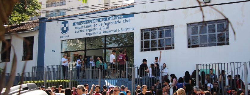 Alunos do Ensino Médio e do curso pré-Vestibular participam do Vestibular de Verão da Universidade de Taubaté