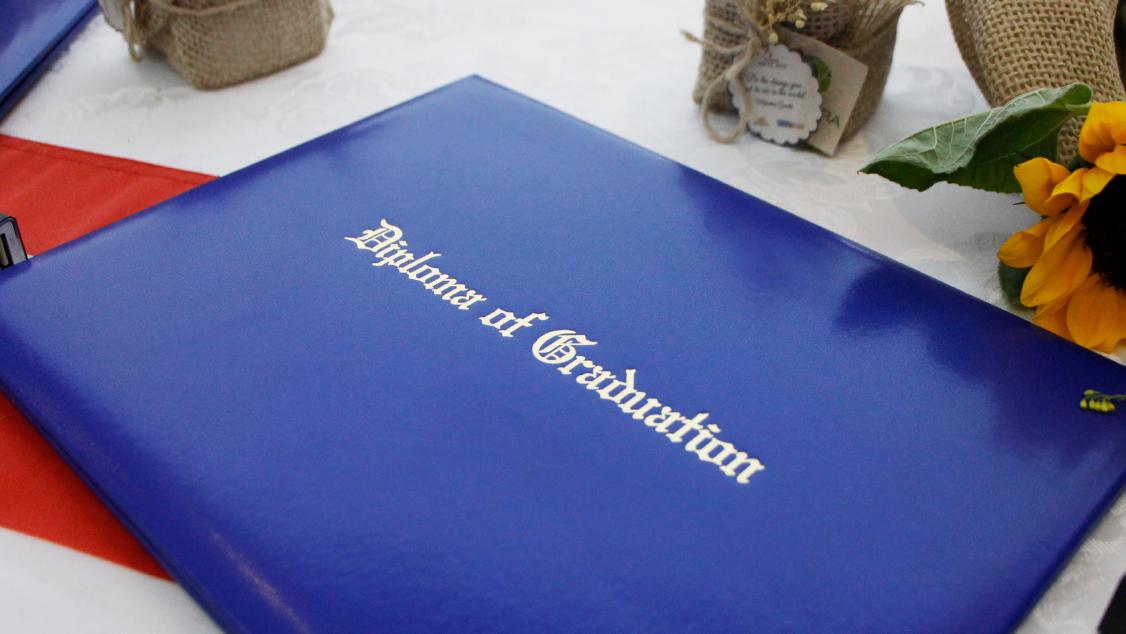Primeira turma do High School Progressão recebe o diploma americano